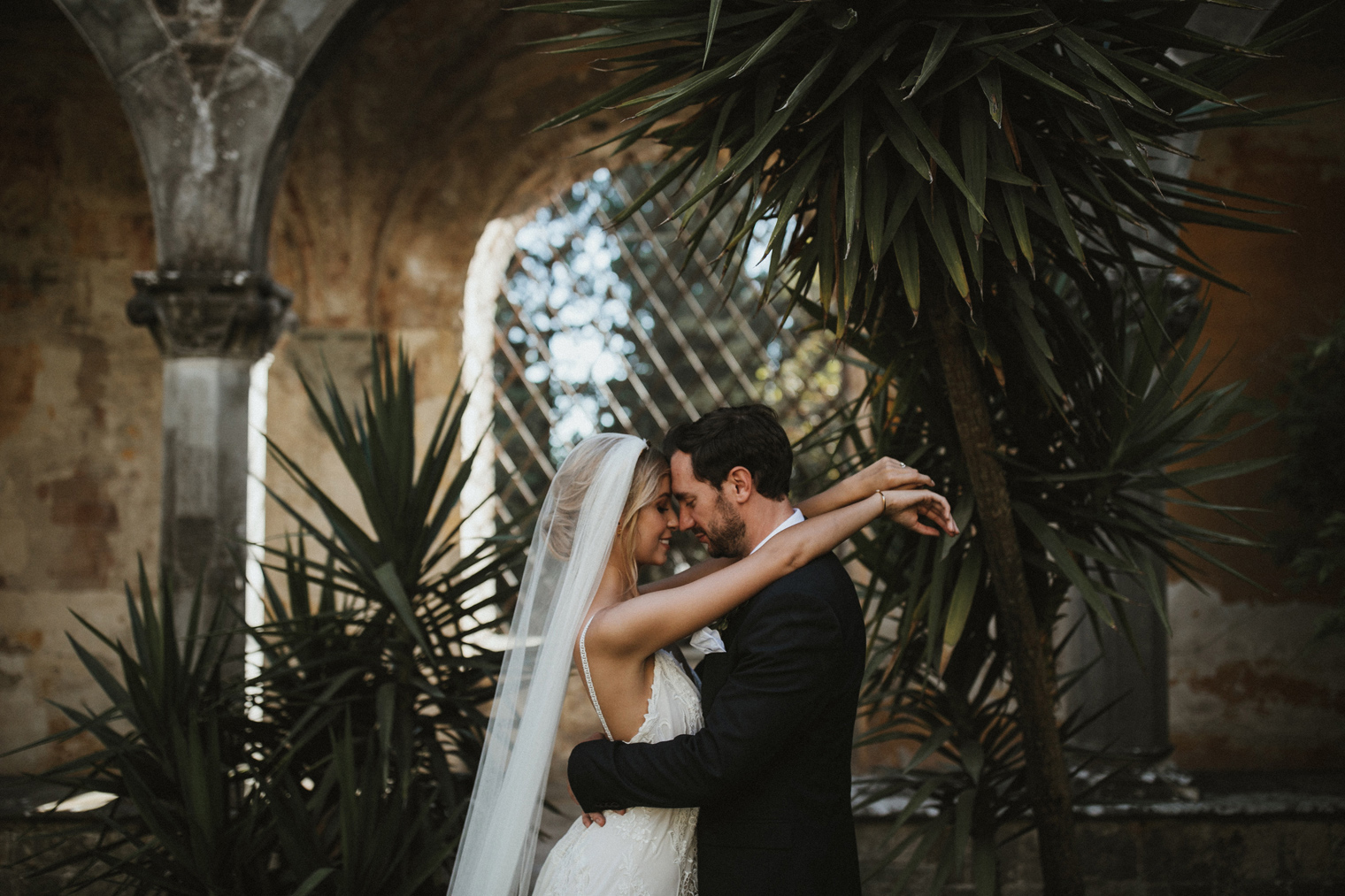 stunning couples portrait at wedding venue in Tuscany