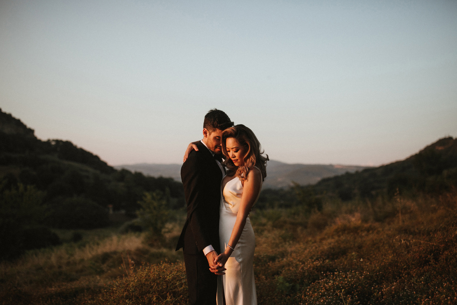 Wedding portraits in tuscan sunset